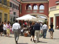 Shopping tour Dossier 2011 (Outlet fidenza village)