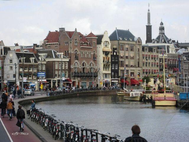 Amsterdam aumenta la tassa di soggiorno contro il turismo low ...