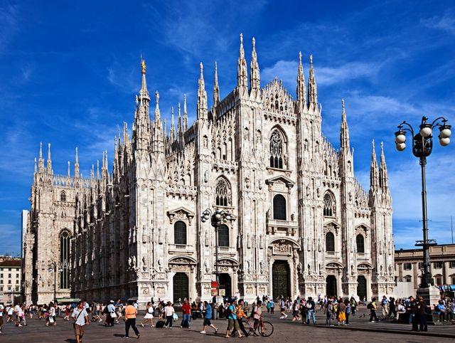 Milano aumenta la tassa di soggiorno, protestano le ...