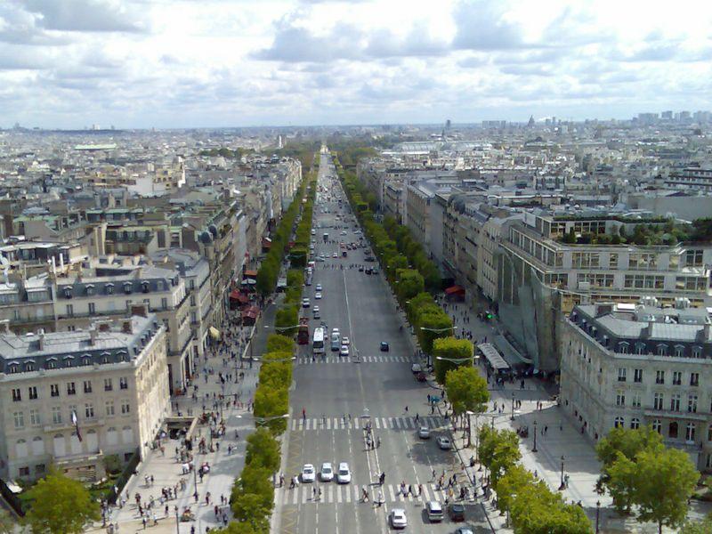 Parigi il comune pensa a vietare gli affitti airbnb nel for Centro soluzioni airbnb