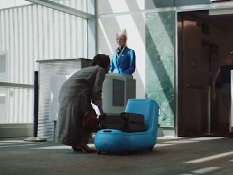 Risultati immagini per Klm lancia Care-E, il robot portavaligie che ricorda Wall-E foto